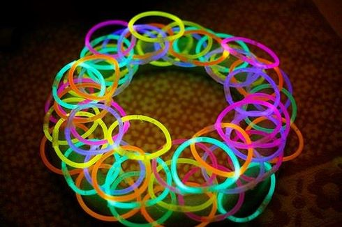Disco Party Decoration Ideas - glowing wreath